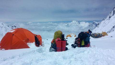 Négy holttestre bukkantak a Mount Everest halálzónájában