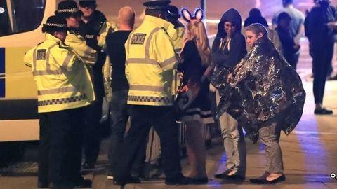 Manchesteri terrortámadás: Ariana Grande állja a temetések költségeit