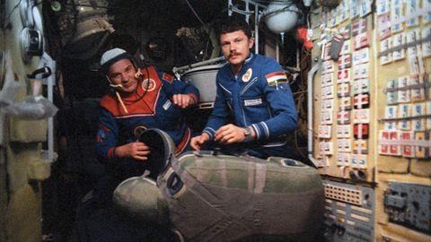 37 éve hódította meg a világűrt Farkas Berci, az első magyar űrhajós - fotók