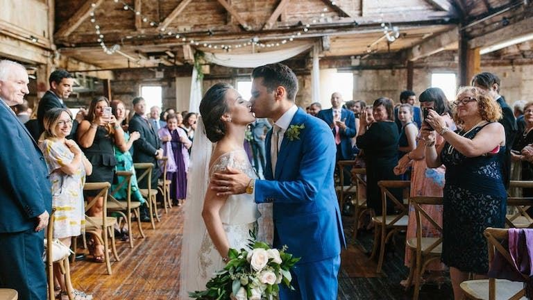 5 dolog, amit sose csinálj egy esküvő vendégeként