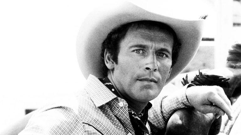 Elhunyt a Dallas Dusty Farlow-ja