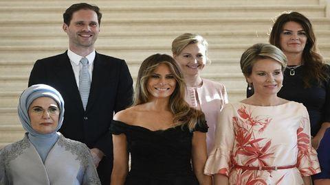 Luxemburg meleg miniszterelnökének férje jól érzi magát a first ladyk közt