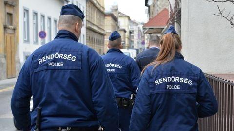 Kábítószert találtak két budapesti rendőrnél