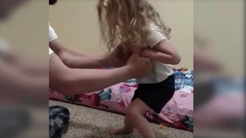 Kullancscsípéstől bénult le a hároméves kislány – sokkoló videó