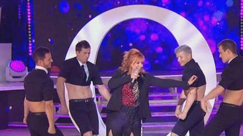 Szulák Andrea csipkében, csípőig sliccelt nadrágban dögös Kylie Minogue volt