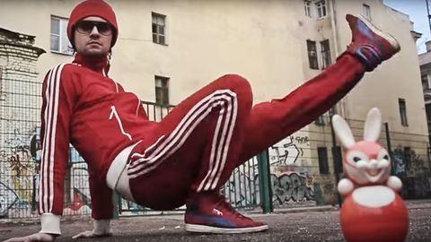Indokolatlan macskák, kamionok és balhé – Kalandozás az orosz videoklipek varázslatos világában
