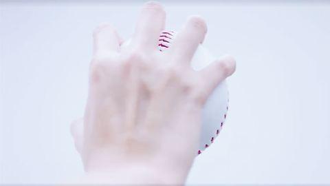 A világ legsúlyosabb melltartó-reklámja természetesen Japánból érkezik