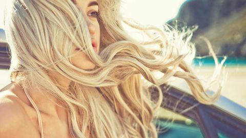 Felejtsd el a hajszárítót, és hordj kalapot – így ápold a hajad nyáron!