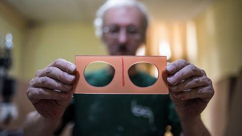 Így készülnek Budapesten a világ legmenőbb napszemüvegei