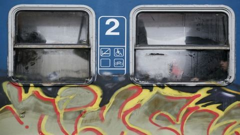 Hihetetlen pénzeket ölnek az összegraffitizett vonatok tisztításába