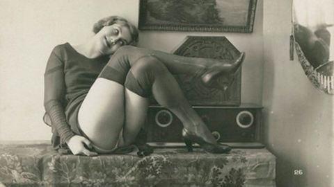 Latex, ostor, fulladás: pornófotók az 1900-as évekből