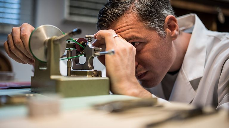 15 millió a legolcsóbb darabja: Budapesten alkot a világhírű órakészítő