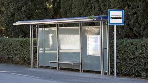Életüket kockáztatják egy buszmegállóért a szolnokiak