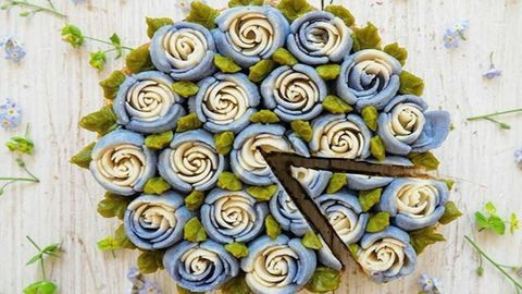 Álomszép, virágkosarakra hajazó nyers torták