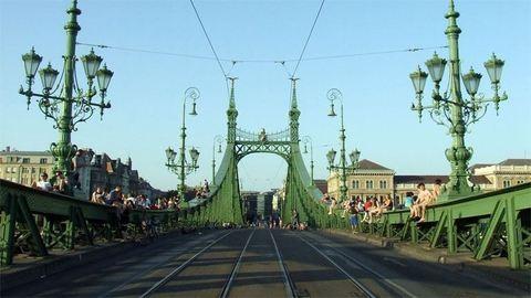 Ezen a négy hétvégén a gyalogosoké a Szabadság híd