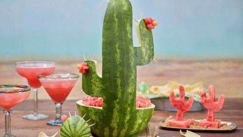 Így faraghatsz cuki kaktuszt egy görögdinnyéből!
