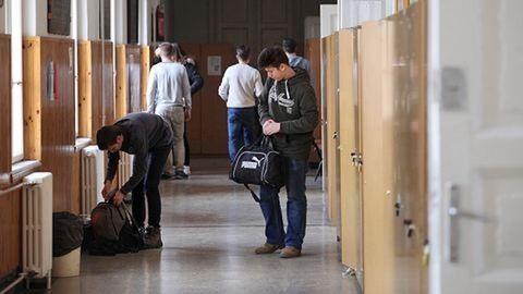 Leszakadt a plafon a Szinyei gimnázium tantermében