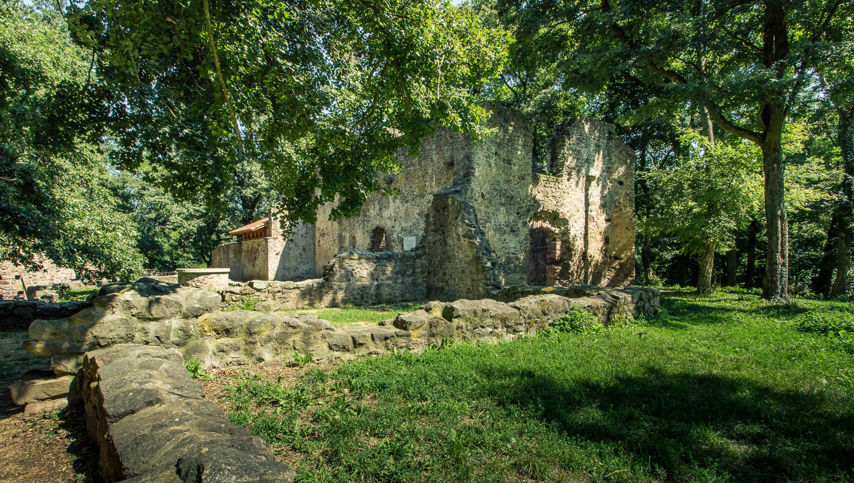 Ezeréves vízimalom, szív alakú sírkövek: a Balaton-felvidék rejtett kincsei
