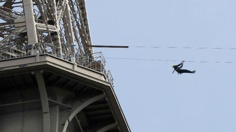Hiányzik az adrenalin? Csússz le kötélpályán az Eiffel-toronyból!