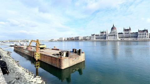 Nem kapkodják el a Duna-parti műugrótorony építését