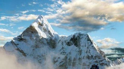 Végstádiumú rákos beteg mászta meg a Mount Everestet