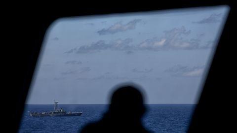 Több mint száz utassal a fedélzetén tengerbe zuhant egy katonai repülő