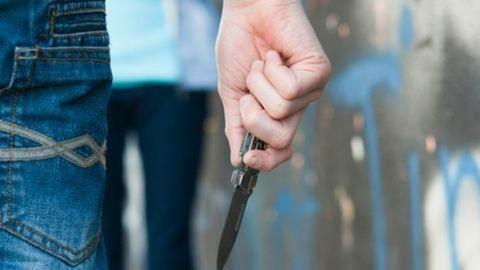 Allah nevét kiabálták, miközben késsel támadtak egy óvónőre