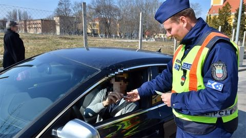 Közúton razziáznak a rendőrök hétvégén