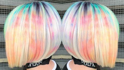 Márványos hajfestés borotvahabbal az új trend