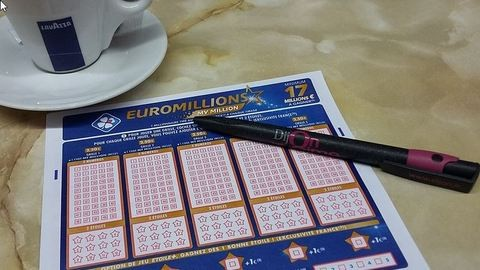 Ellopta a nyerő lottószelvényt a trafikos