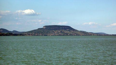 Kajakosokat mentettek a Balatonból