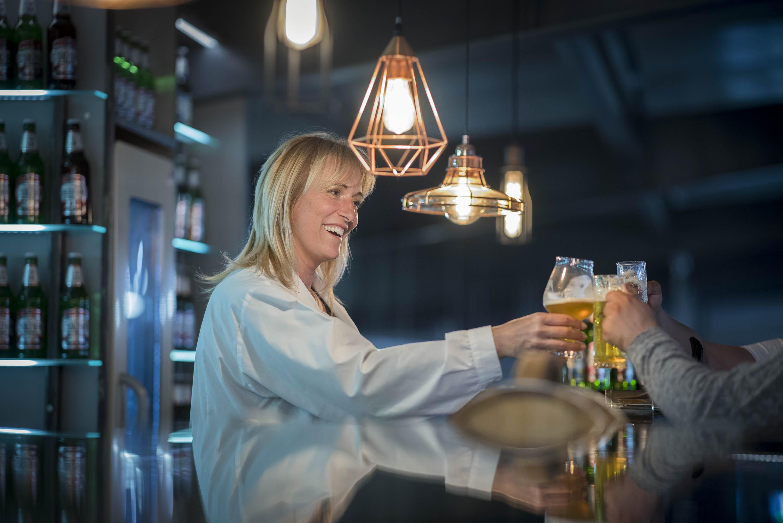 Nők a Csíki sörnél: