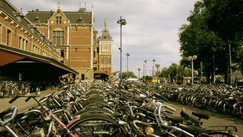 Gyalogosok közé hajtott egy autó Amszterdamban