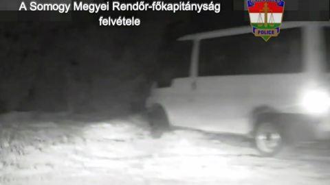 Részegen elkötött egy teherautót, aztán egy fa mögé bújt a rendőrök elől – videó