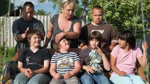 5 sajátja után 9 Down-szindrómás gyereket fogadott örökbe Csöpi