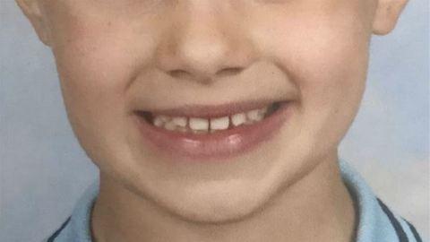 Kiborult az anyuka, mert retusálták kisfia iskolás fotóját