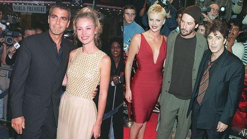 Clooney vastag szemöldöke és Al Pacino túlméretezett zakója – Így vonultak a sztárok a vörös szőnyegen húsz éve