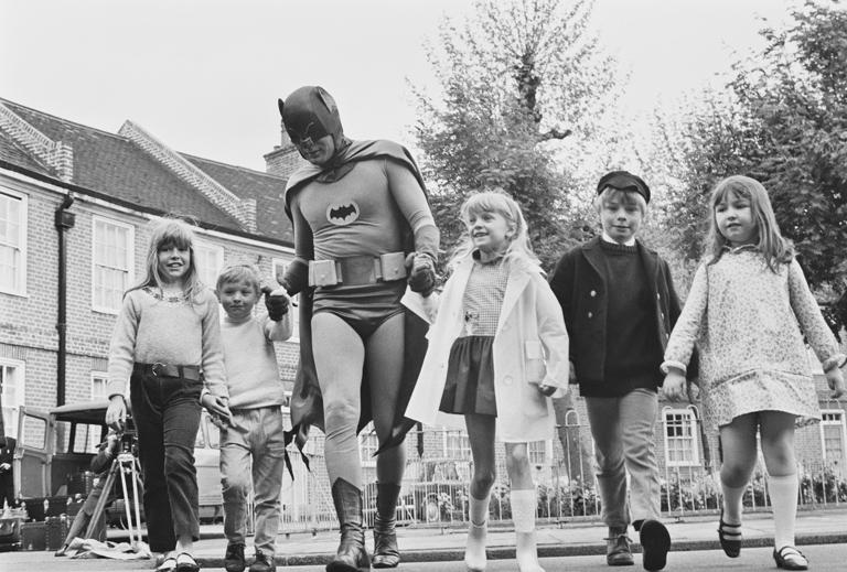 Adam West Batmanje annyira népszerű volt, hogy 1967-ben még egy közlekedésbiztonsági oktatófilmben is szerepet vállalt (Fotó: Getty Images)