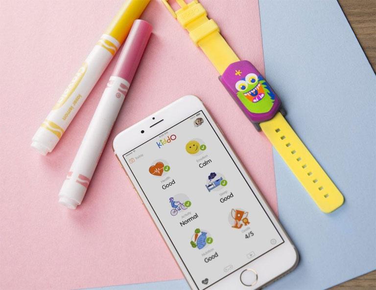 A szülők a telefonjukon kísérhetik figyelemmel gyerekeik aktivitását (Fotó: Good Parents Inc.)