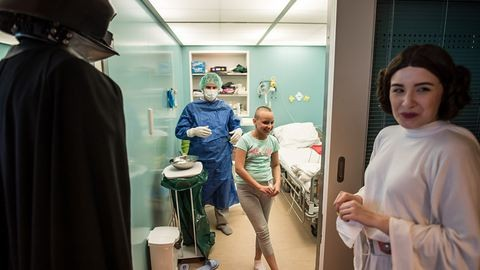 Rohamosztagosok és szuperhősök is gyógyítják a gyerekeket a magyar kórházakban