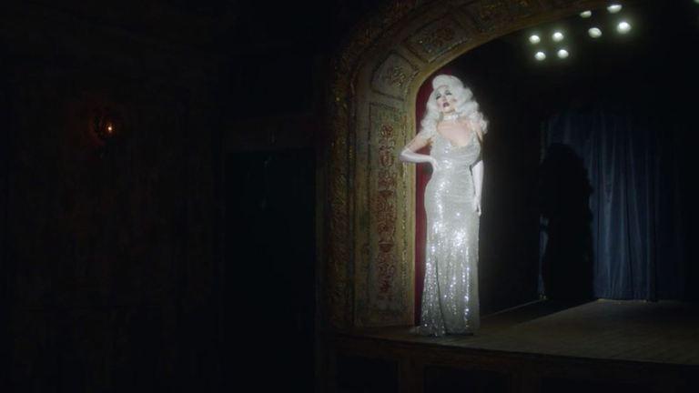 Így változik át férfiból nővé London leghíresebb drag queenje