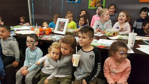 Élete meglepetése várta a magányos kisfiút 5. születésnapján