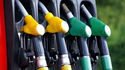 Hétvégétől megint olcsóbb lesz a benzin