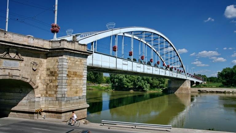 A szegedi Belvárosi híd (fotó: Panoramio.hu)
