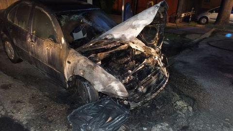 Porig égettek egy autót az egri diákok – fotó