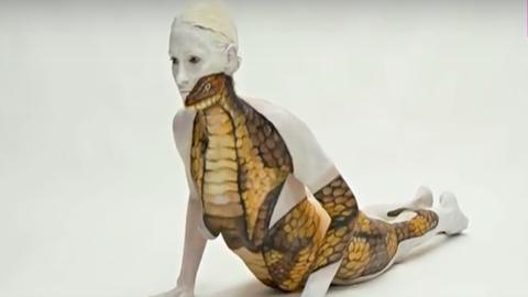Nézd meg, hogyan alakítja elképesztő műalkotásokká a jógázó embereket egy művész - videó