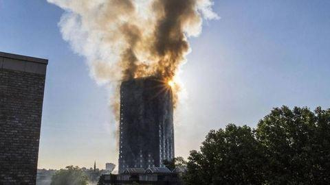 Londoni tűzvész: Ezért égett le a Grenfell Tower