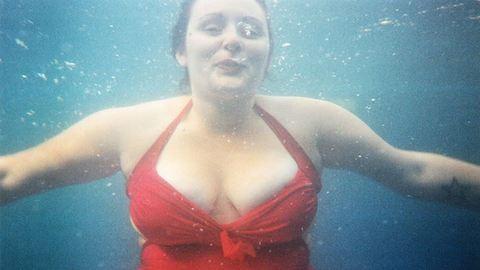 A nők harmada annyira cikinek érzi a testét, hogy úszni sem járna
