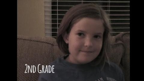 12 éven keresztül filmezte lánya első iskolai napját