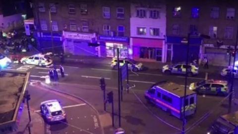 Puszit küldött a feldühödött tömegnek a londoni merénylő – videó